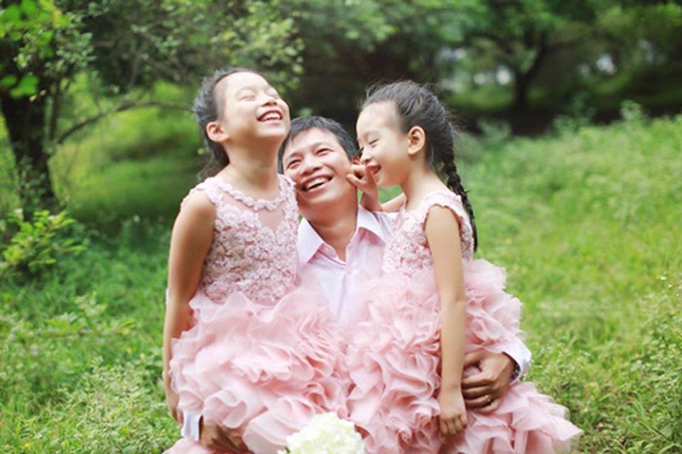 Sinh 2 con gái